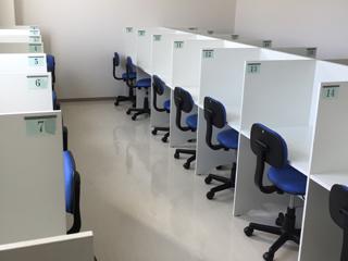 21席ある自習室は塾が開いているときはいつでも使用できます。